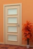 Sobna vrata od furnira jasena sa 4 otvora za staklo